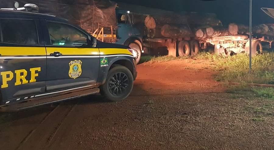 Polícia Rodoviária Federal identifica transporte irregular de madeira