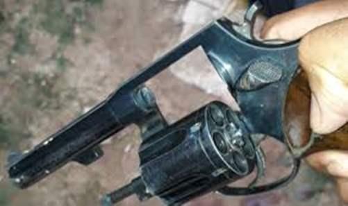 """Caem presos dois ciclistas suspeitos portando  revólver """"38"""" na Zona Sul"""