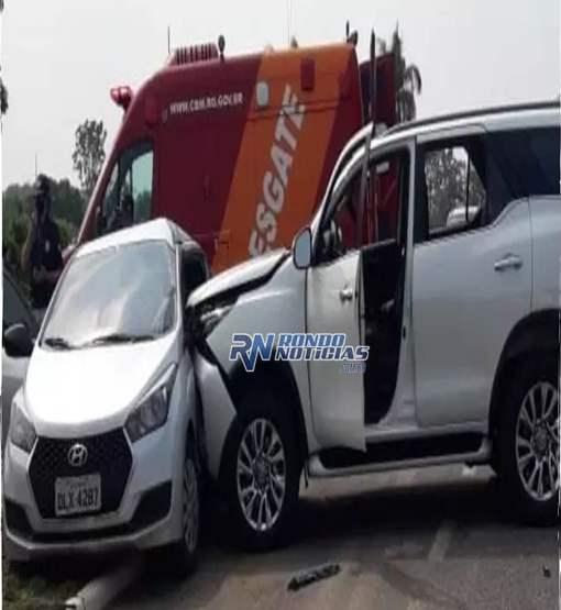 Motorista de caminhonete invade preferencial arrasta HB 20 e passageira fica presa às ferragens