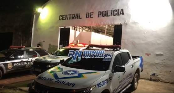 """Polícia dá batida no bar """"Anadondas"""" e prende gerente com droga"""
