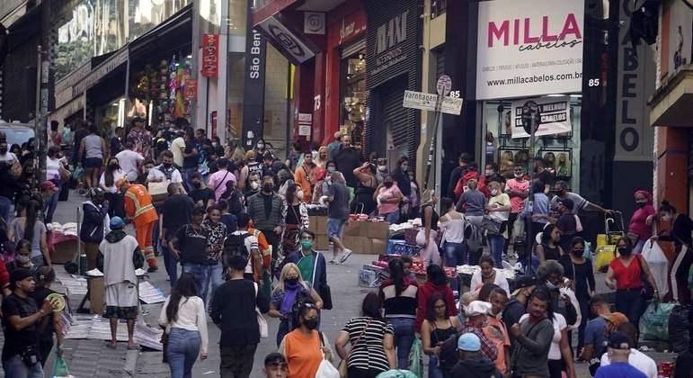Brasil soma 1.318 mortes por covid e 42,2 mil casos em 24 horas
