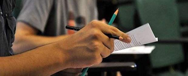 Mais de 300 vagas estão disponíveis em concursos com salários de até R$ 21 mil