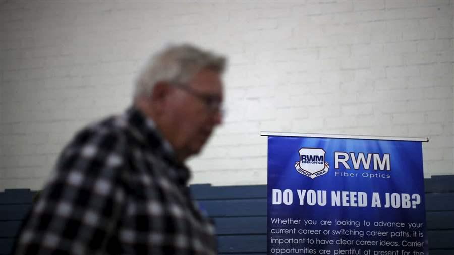Pedidos de auxílio-desemprego nos Estados Unidos caem 24 mil na semana, a 400 mil