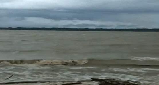 Temporal atinge embarcações e passageiros precisam ser resgatados em Guajará-Mirim