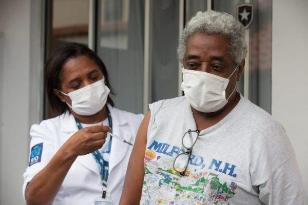 Brasil bate recorde de aplicação da 2ª dose de vacina contra a Covid-19, segundo ministério